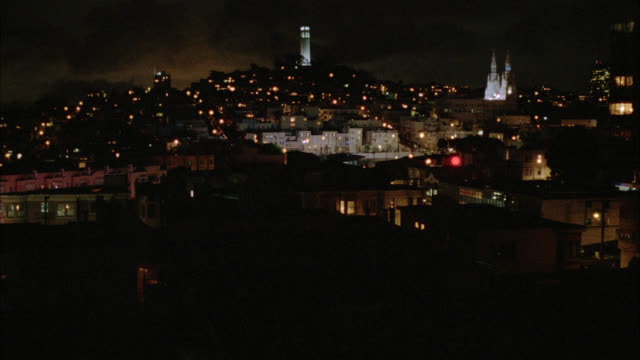 wide angle of city skyline. multi-story apartment buildings in residential area. coit tower and church steeples in bg. 12 fps. - kirchturmspitze stock-videos und b-roll-filmmaterial