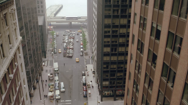 stockvideo's en b-roll-footage met pan left to right of skyscrapers, high rise brick office buildings in downtown new york city. intersection of wall street near pearl street. - wall street lower manhattan