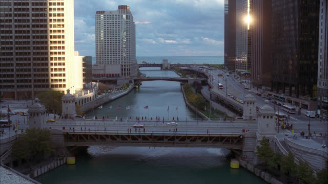wide angle of bridge over chicago river. skyscrapers and high rise office or apartment buildings. michigan avenue bridge - michigan avenue bridge stock videos and b-roll footage