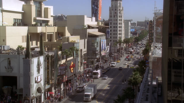 high angle down of hollywood boulevard and grauman's chinese theater. movie theater, multi-story and high rise office or apartment buildings. crowds of people, pedestrians, tourists. landmarks. cars on city street. los angeles area. - mann theaters stock videos & royalty-free footage