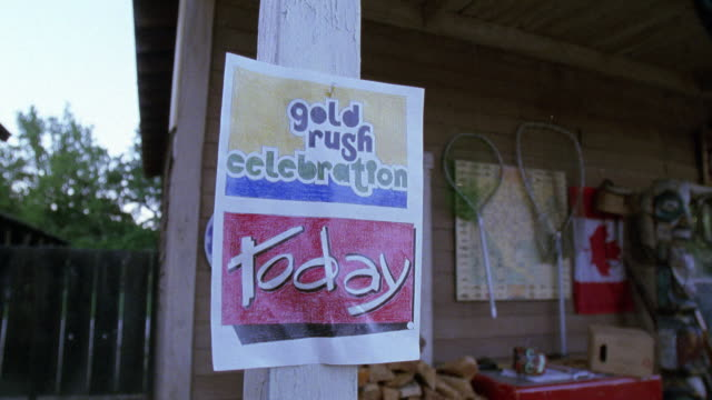 "pull back from ""gold rush celebration today"" sign posted to show two story general store. rural area. - zweistöckiges bauwerk stock-videos und b-roll-filmmaterial"