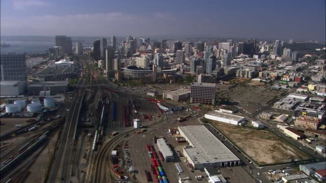 vidéos et rushes de aerial of san diego city skyline. high rise office and apartment buildings. railroad or train tracks. - san diego