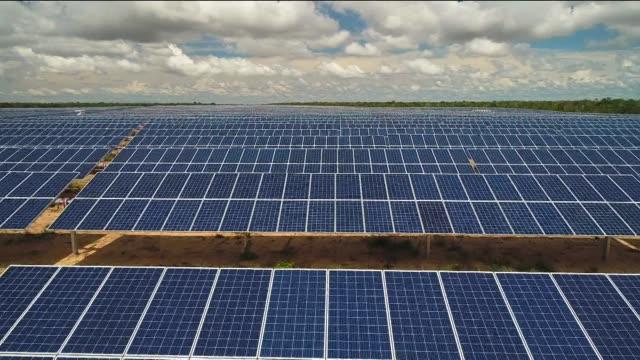 vídeos y material grabado en eventos de stock de solar panels - environmental conservation