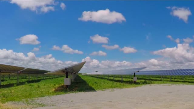 solar panels - 再生可能エネルギー点の映像素材/bロール