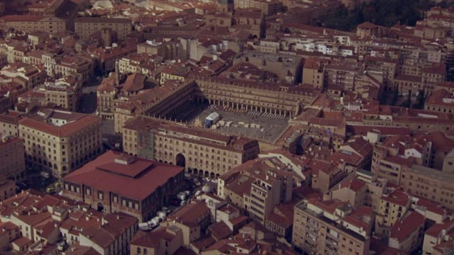 vídeos y material grabado en eventos de stock de aerial of salamanca, spain. cluster of multi-story buildings with red tile roofs with spanish landmarks, plaza mayor square. cityscapes. europe. - salamanca