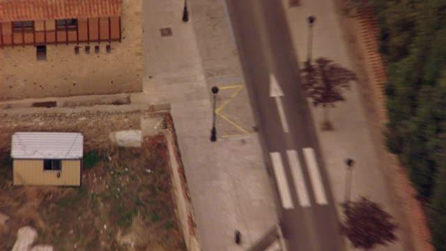 vídeos y material grabado en eventos de stock de aerial birdseye pov of city streets of salamanca, spain.  could be aerial search party. europe. - salamanca