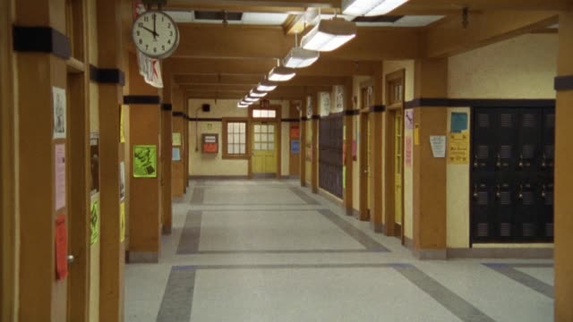 wide angle walking pov of high school hallway. classroom doors open and students and teachers, people walk out of classrooms into hallway. - korridor stock-videos und b-roll-filmmaterial