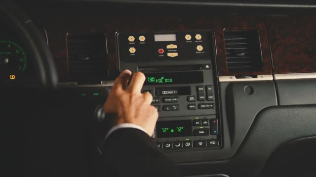 vidéos et rushes de close angle of hand adjusting car radio station. buttons and controls visible. series. - radio