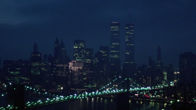 aerial of new york city skyline. starts with view of car driving on manhattan bridge. pans up to see skyline, brooklyn bridge, and hudson river. world trade center two towers. - world trade center manhattan video stock e b–roll
