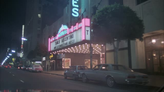 vidéos et rushes de process plate front pov driving on hollywood blvd past pantages theater. traffic seen driving on both sides of street. - hollywood california