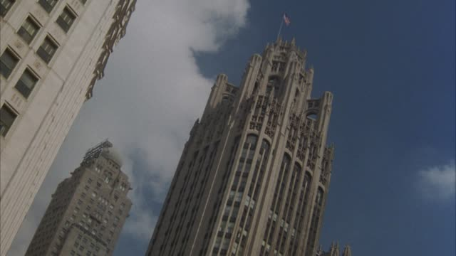 up angle of tribune tower in chicago.  partial views of surrounding high rises. - トリビューンタワー点の映像素材/bロール