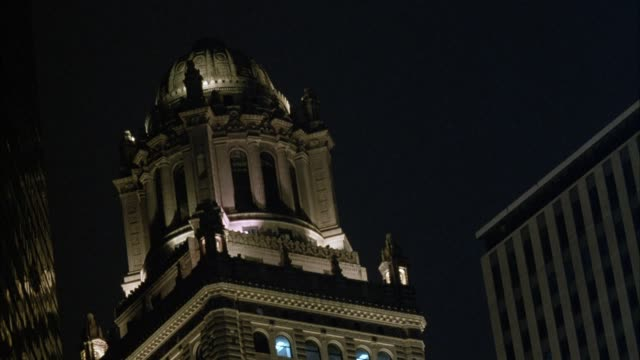 up angle of top of tower of chicago tribune building. - tribune tower stock-videos und b-roll-filmmaterial
