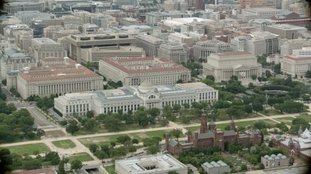 vídeos y material grabado en eventos de stock de aerial tiles of washington dc city skyline. multi-story government office buildings. smithsonian museums. museum of american history, national gallery of art. capitol building. vfx. - instituto smithsoniano