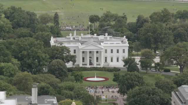 aerial of the white house, government office building. north side. landmark. - 2010年代点の映像素材/bロール