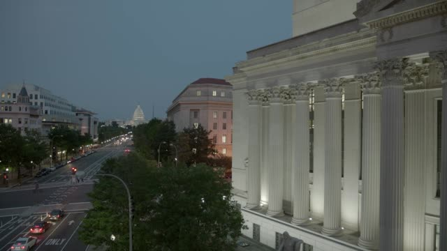 stockvideo's en b-roll-footage met wide angle of pennsylvania ave. or city street. capitol building, domed government office building and national archives building in washington dc city skyline. - national archives washington dc