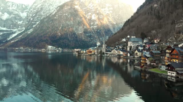 hallstatt - small village on the shore of hallstatter see under the steep slopes of dachstein mountains - alpi video stock e b–roll