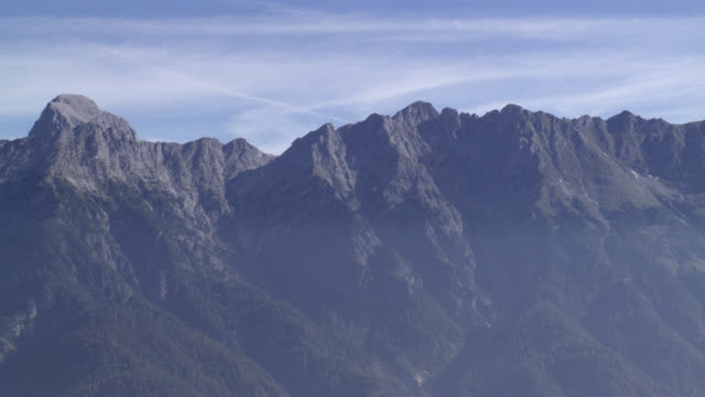 stockvideo's en b-roll-footage met aerial of bavarian alps with cloud cover. forests and trees visible on mountains. blue skies and clouds. - beieren