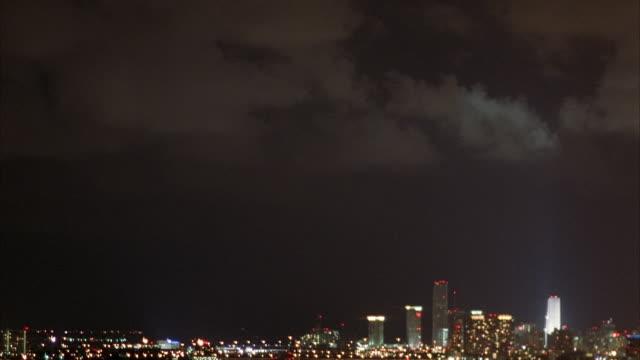 vídeos de stock, filmes e b-roll de aerial of miami skyline. pass over river with bridges. neg cut. - 1995