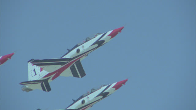 pan left to right as four thunderbird airplanes or jets fly through air. could be military jet or plane. flight formation. stunts. - us air force stock videos & royalty-free footage
