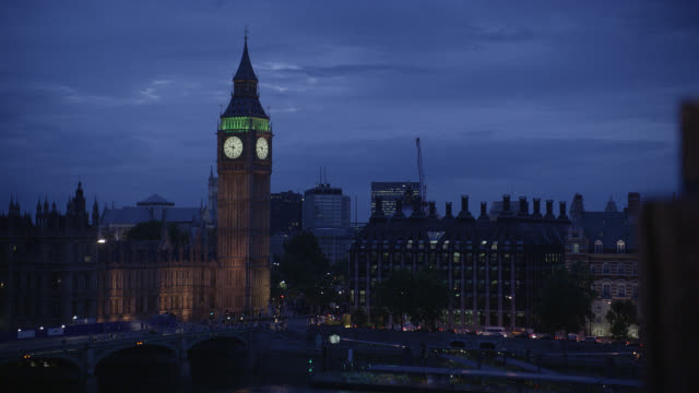 wide angle of big ben clock tower and parliament buildings in london. government building. europe. landmarks. westminster bridge visible. cities. lights. landmarks. - 2009 stock videos & royalty-free footage
