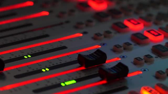 vídeos y material grabado en eventos de stock de mixing console - tiempo real grabación