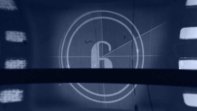 stockvideo's en b-roll-footage met oude film countdown 4k - 50 seconds or greater