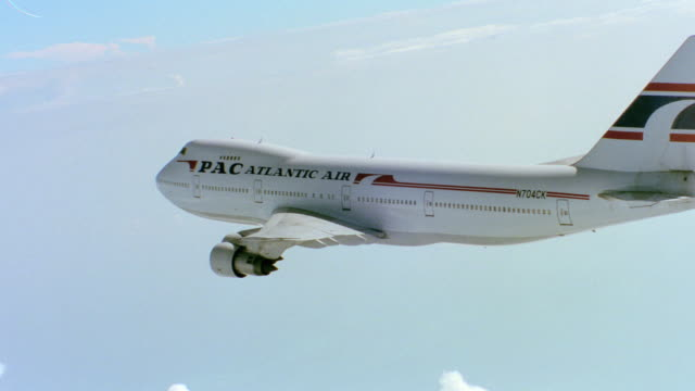 a 747 - 1994 stock-videos und b-roll-filmmaterial