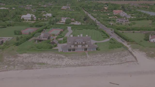 vidéos et rushes de d/x aerial east coast beach houses - hamptons - long island