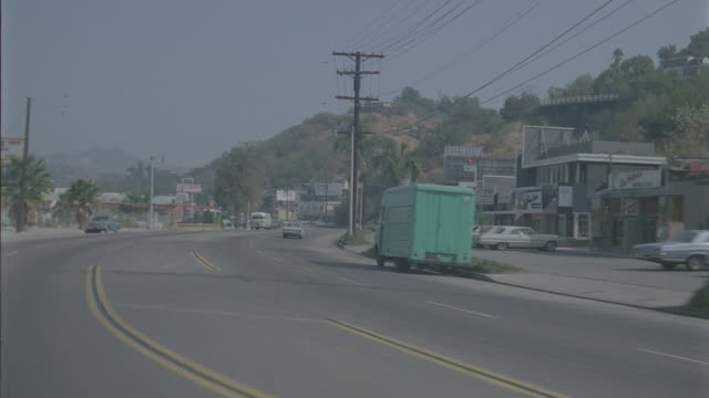 auto bg: studio city: day: 3/4 back right - traveling west on ventura blvd: starting at laurel canyon and ending near coldwater canyon.(stock_footage_6_24_16_reel_7_006.mov) - driving plate stock videos & royalty-free footage