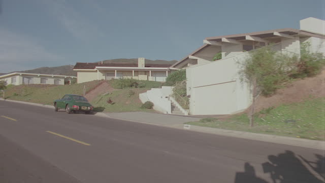 vidéos et rushes de auto bg: malibu: calif. day: 3/4 back right - travels from residential to highway (stock_footage_6_24_16_reel_4_008.mov) - driving plate image animée