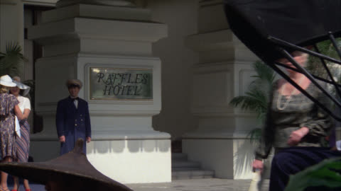 """close on """" raffles hotel """"    cpb cars in  period hotel / people activity in front of hotel / rickshaw / entrance / upper class - raffles city stock videos & royalty-free footage"""