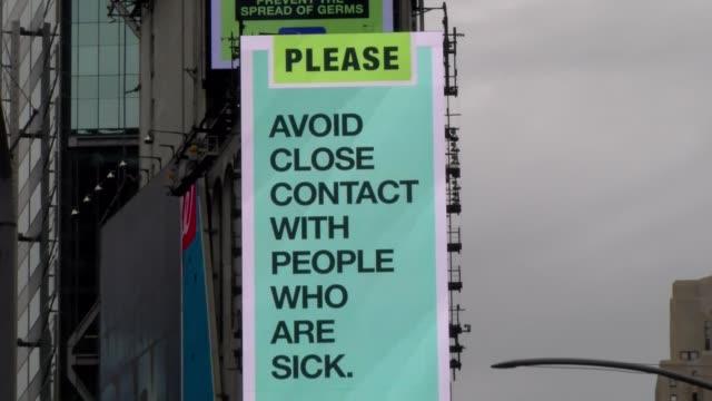 vidéos et rushes de avoid contact - neon billboard during covid-19 crisis - salmini