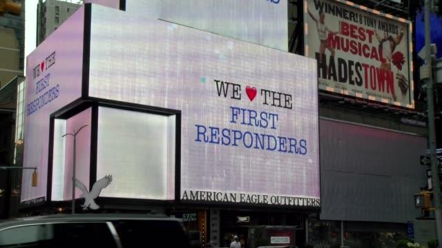 """vídeos y material grabado en eventos de stock de """"we love the nypd"""" neon billboard during covid-19 crisis - times square manhattan"""