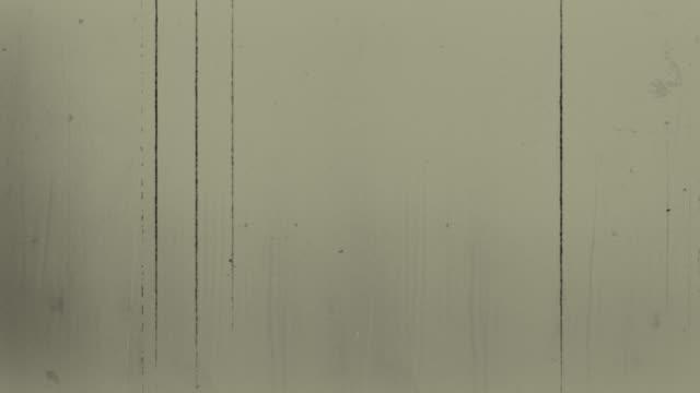 vecchio film 4k giallo - proiettore 8mm video stock e b–roll