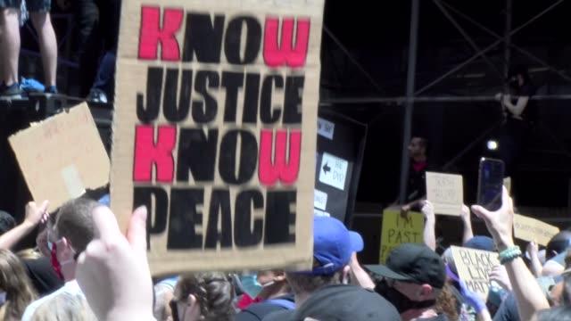 vídeos de stock e filmes b-roll de no justice no peace sign - salmini