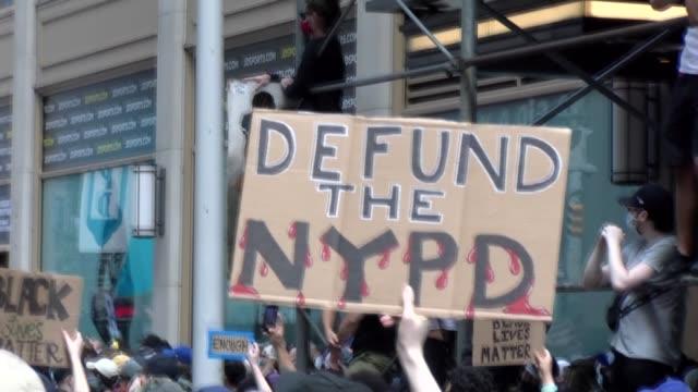 vídeos de stock e filmes b-roll de defund the nypd - salmini
