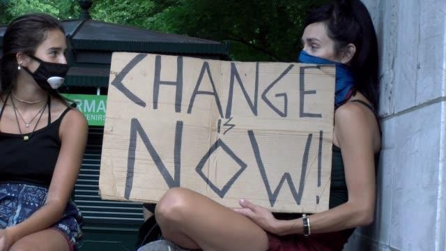 vidéos et rushes de sign - change now - salmini