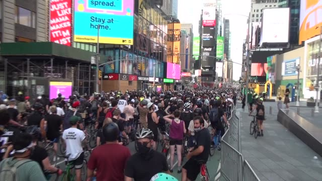 riders fill 7th avenue waiting for start - salmini stock videos & royalty-free footage