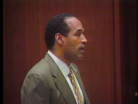 simpson stands & says he has confidence that the jury will find i did not; could not; would not have committed this crime; says he hasn't seen 2 of... - o・j・シンプソン点の映像素材/bロール
