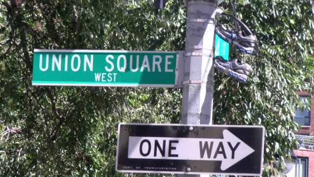 union square street sign - salmini stock videos & royalty-free footage