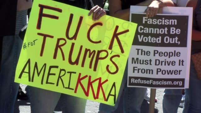 "stockvideo's en b-roll-footage met ""f..k"" trump's amerikkka"" sign - salmini"