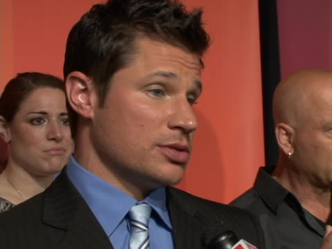 nick lachey on red carpet for the nbc upfront primetime preview - ニック ラシェイ点の映像素材/bロール