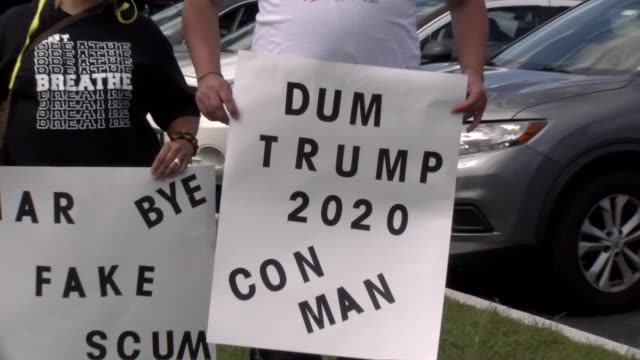 "stockvideo's en b-roll-footage met trump ""con man, liar"" signs - salmini"