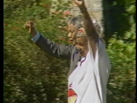 in cape town freed anc leader mandela arrives at press conference with his wife winnie. they wave. - freedom stock videos & royalty-free footage