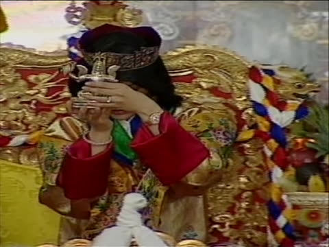 of king jigme khesa passing statue to jetsun pema during ceremony - religious dress stock videos & royalty-free footage