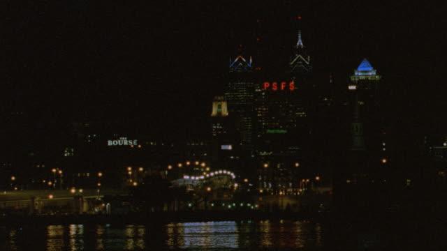 nx - philadelphia - office bldgs./highrises - デラウェア川点の映像素材/bロール