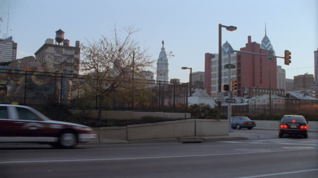 dx - philadelphia - statues & monuments - buildings/official bldgs - william penn stock videos & royalty-free footage