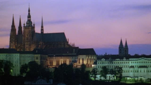 nx - prague, czechoslovakia, bridge - 聖ヴィート大聖堂点の映像素材/bロール