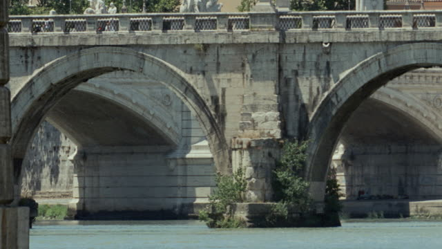 dx - rome - italy - テベレ川点の映像素材/bロール