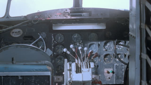 dx - dc-3's - gauge stock videos & royalty-free footage